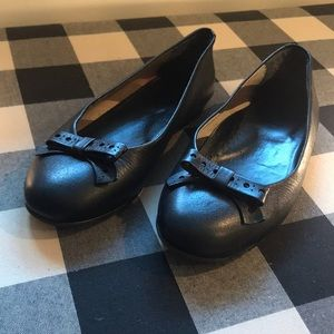 Girls Burberry Black Flats/Dress Shoes -Narrow fit